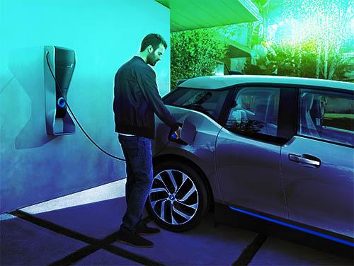 Borne de recharge BMW installée dans une maison