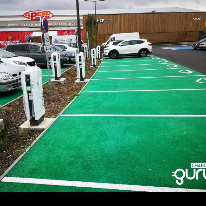 borne-recharge-parking-centre-commercial-chargeguru